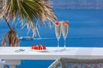 champagne-Santorini-veranda-luxury