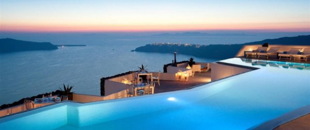 santorini-it-the-perfect-place-for-romantic-holidays